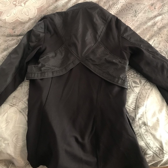 lululemon athletica Jackets & Blazers - Lululemon zip up jacket with optional hood